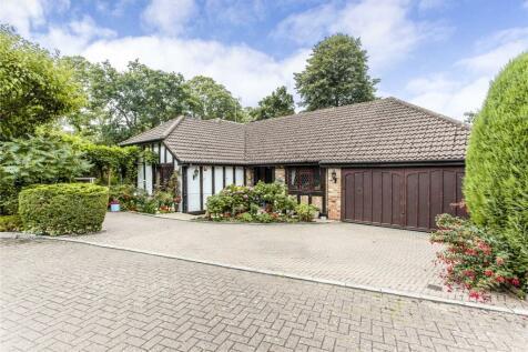 Shepherds Walk, Bushey Heath, WD23. 4 bedroom bungalow for sale
