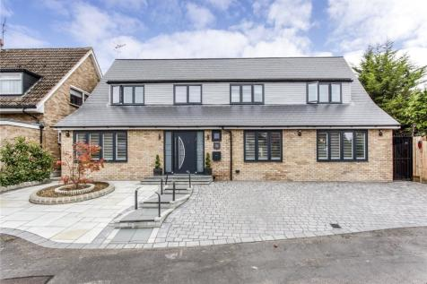 Chiltern Close, Bushey, Hertfordshire, WD23. 5 bedroom detached house for sale