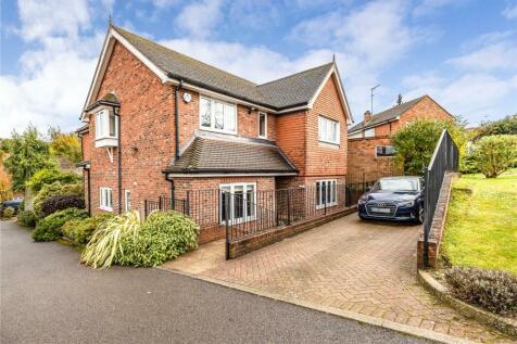Atkinson Close, Bushey, Hertfordshire, WD23. 4 bedroom detached house for sale
