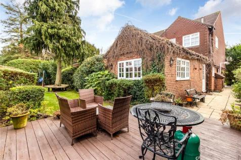 Links View Close, Stanmore, HA7. 4 bedroom detached house for sale