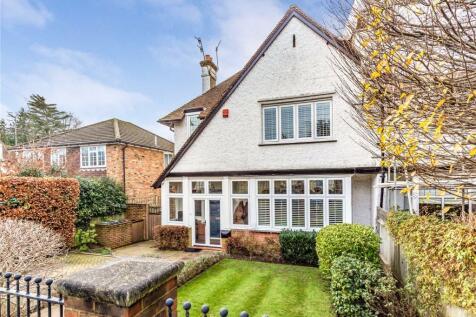 Belmont Road, Bushey, Hertfordshire, WD23. 4 bedroom detached house for sale