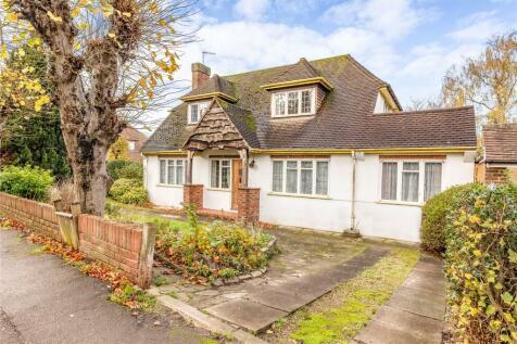 Grange Road, Bushey, Hertfordshire, WD23. 4 bedroom detached house for sale