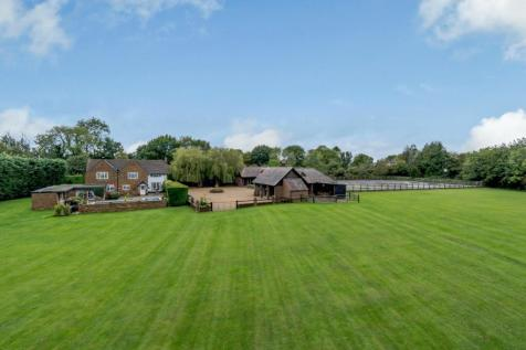 Denham Lane, Chalfont St Peter, Buckinghamshire. 5 bedroom detached house for sale