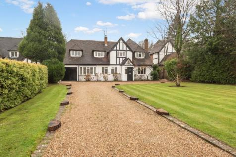 Howards Thicket, Gerrards Cross, Buckinghamshire. 5 bedroom detached house for sale
