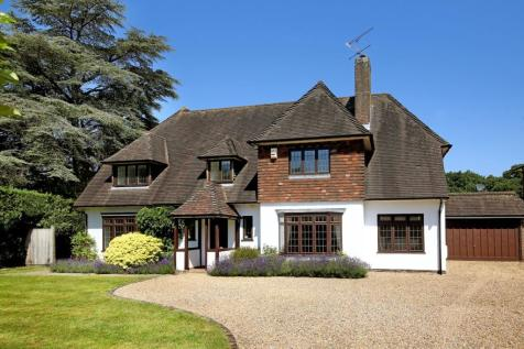 Camp Road, Gerrards Cross, Buckinghamshire. 4 bedroom detached house for sale