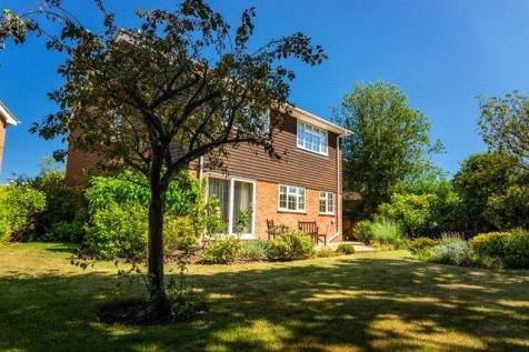15 Chewton Lodge, Highcliffe, Dorset, BH23. 4 bedroom detached house