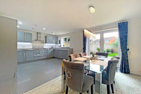 Truesdales, Ickenham, Uxbridge, Middlesex, UB10. 4 bedroom detached house for sale