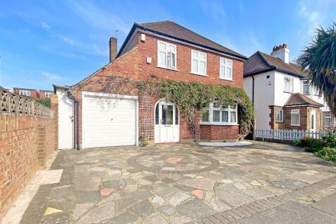 Lime Grove, Ruislip, Middlesex, HA4. 4 bedroom detached house