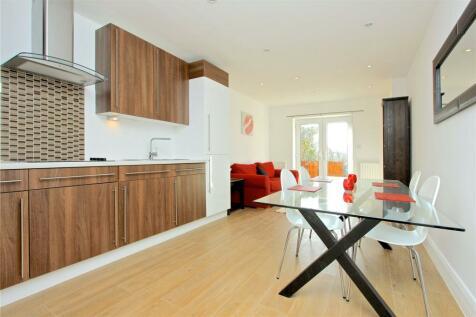 Hendon Way, London, NW2. 3 bedroom apartment