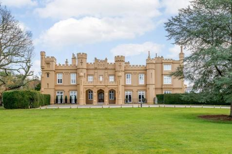 Wall Hall Mansions, Aldenham. 5 bedroom apartment for sale