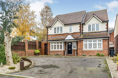 Mons Hill, Dudley, West Midlands, DY1. 3 bedroom detached house