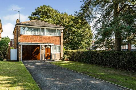 Spring Parklands, Dudley, West Midlands, DY1. 3 bedroom detached house