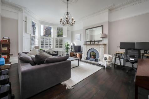 Princess Crescent, London N4. 2 bedroom flat for sale