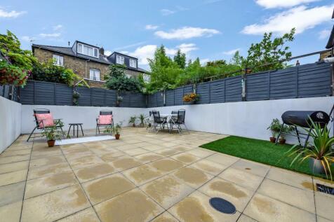 Blackstock Road, London N4. 1 bedroom flat for sale