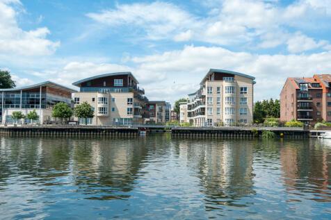 Marina Place, Hampton Wick, Kingston upon Thames. 2 bedroom apartment
