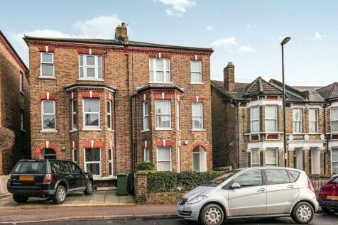 Faversham Road, London, SE6. 2 bedroom flat