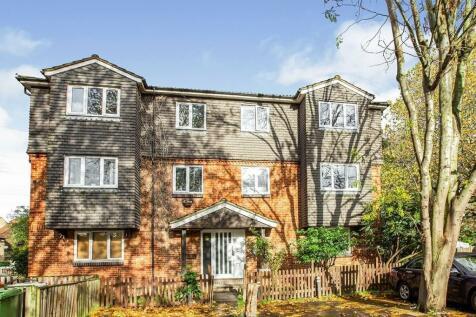 Emerald Close, London, E16. 1 bedroom flat
