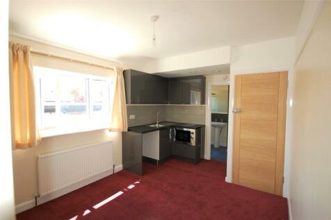 Kingston Road, Kingston upon Thames, Surrey, KT3. Studio apartment