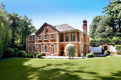London Road, Sunningdale, Ascot, Berkshire, SL5. 5 bedroom detached house