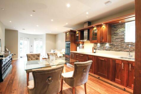 London Road, Sunningdale, Ascot, Berkshire, SL5. 2 bedroom flat