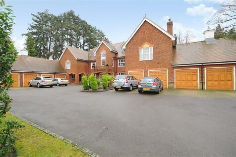 Lady Margaret Road, Sunningdale, Ascot, Berkshire, SL5. 3 bedroom flat