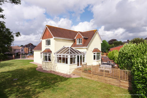 35 Newbridge Gardens, Bridgend, Bridgend County Borough, CF31 3PB. 4 bedroom detached house