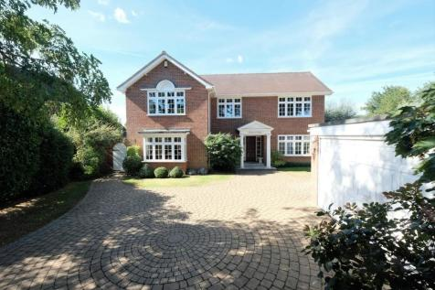 Lodge Avenue, Great Baddow, Chelmsford, CM2. 5 bedroom detached house