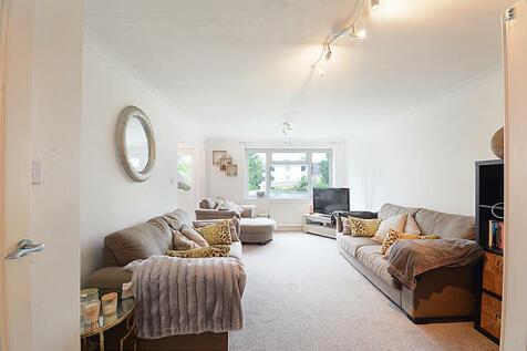 Granville Road, London, N12. 2 bedroom flat