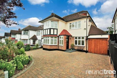 Woodward Avenue, Hendon, London NW4. 5 bedroom house