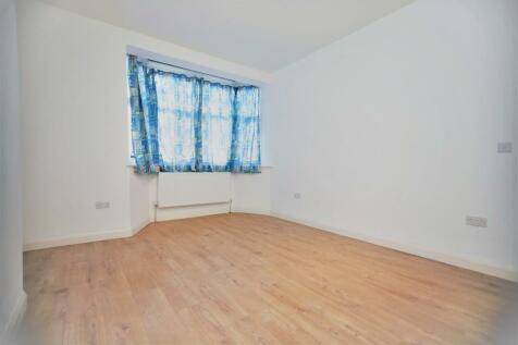 Parade Mansions, Watford Way, Hendon, NW4. 2 bedroom flat