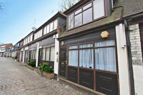 Accommodation Road, Golders Green NW11. 1 bedroom mews house