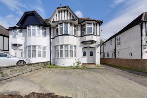 Watford Way, Mill Hill, London, NW7. 3 bedroom flat