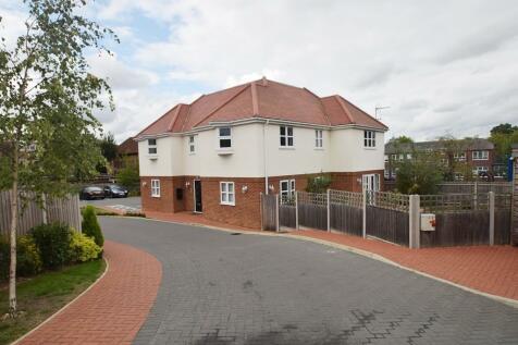 Landmark Place, Snowden Avenue, Hillingdon, UB10. 2 bedroom flat