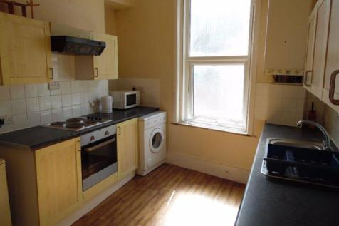 THE TRIANGLE, BOURNEMOUTH. 3 bedroom flat