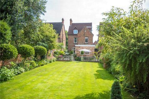 Rothsay Gardens, Bedford, Bedfordshire, MK40. 5 bedroom detached house for sale