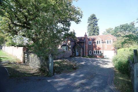 Set in the highly sought after- OakTree Road, Tilehurst. 5 bedroom detached house for sale