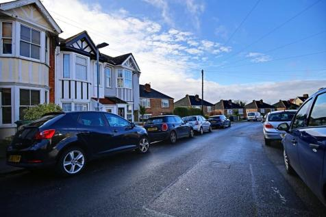 Greville Road, Hastings. 3 bedroom semi-detached house