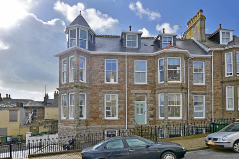 Lannoweth Road, Penzance. 1 bedroom penthouse