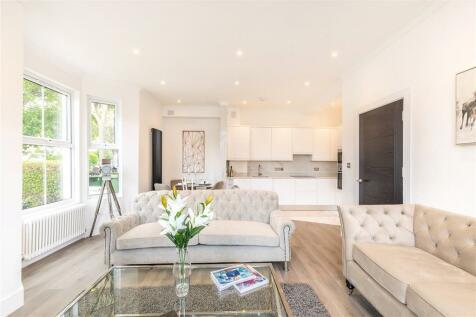 Friern Road, East Dulwich, London, SE22. 2 bedroom maisonette