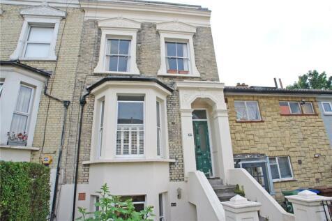 Fenwick Road, Peckham Rye, London, SE15. 3 bedroom maisonette
