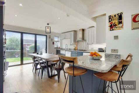 Tallis Way, Borehamwood. 4 bedroom house