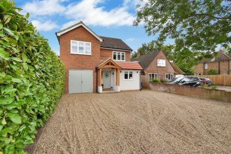 Sandyhurst Lane, Ashford. 4 bedroom detached house