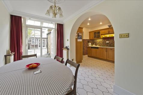 Brackenbury Road, Brackenbury W6. 3 bedroom maisonette