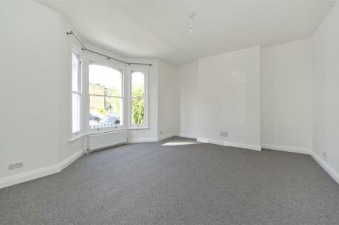 Boscombe Road, Shepherd's Bush W12. 3 bedroom maisonette