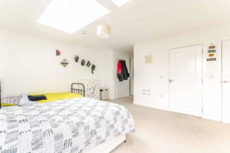 Rope Court, Limehouse, London, E14. 3 bedroom flat