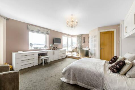 Jamestown Way, Canary Wharf, London, E14. 2 bedroom flat