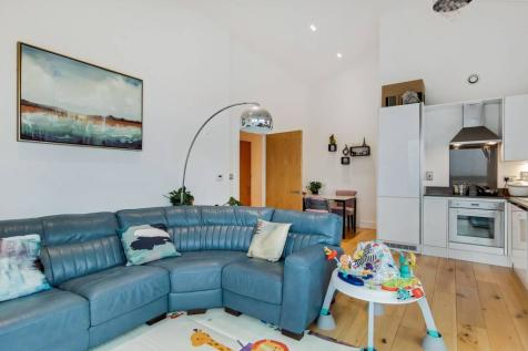 Nelson Street, Canning Town, London, E16. 2 bedroom flat