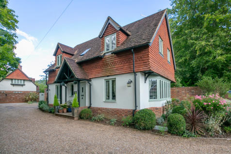 Old Manor Lane, Chilworth. 3 bedroom detached house