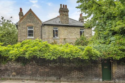 Crooms Hill London SE10. 3 bedroom detached house