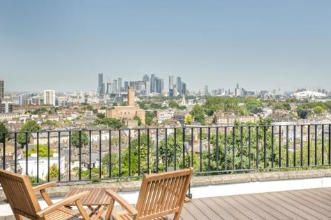 Westgrove Lane London SE10. 5 bedroom terraced house